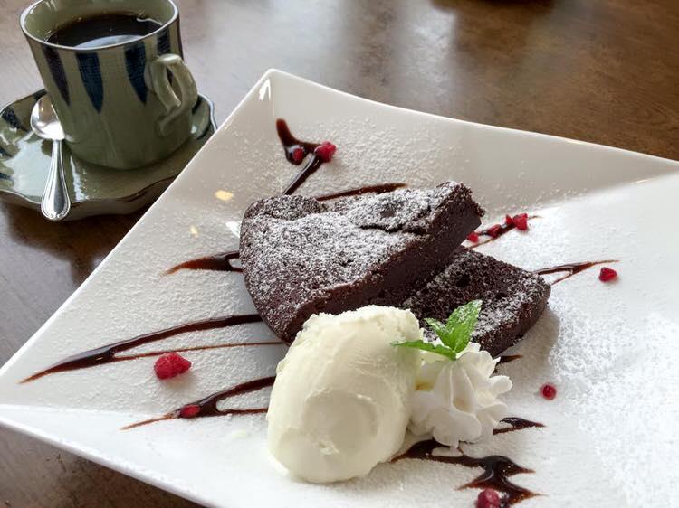宍粟市の御食事処「さいこ」のガトーショコラはなんと大将の松本さんの手作り!